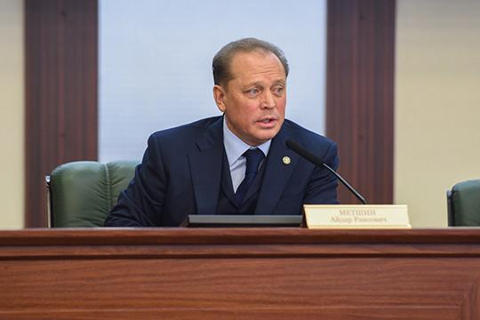 Айдар Метшинотметил, что запоследние несколько лет отрасль здравоохранения вНижнекамске серьезно подтянулась вплане материально-технической базы, зачто онпоблагодарил министерство