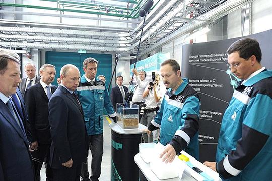 «Сибур» — крупнейшая нефтехимическая компания России. Ее контролируют два олигарха: №1 списка Forbes Леонид Михельсон (48,5% акций) и №5 — Геннадий Тимченко (17%)