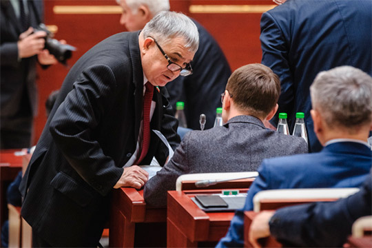 Хафиз Миргалимов (слева):«УПутина сегодня полномочия царя, генерального секретаря ивсех президентов мира вместе взятых. Неужели ему недостаточно?»