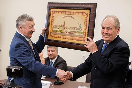 «У нас ведь изначально идеология Рафаэля Хакимова и Минтимера Шаймиева — это формирование татарстанцев. Единая политическая нация, так сказать, этническое можно дальше утопить»