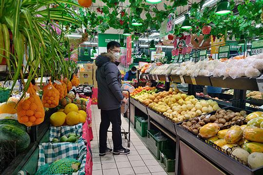 После появления новостей оновом вирусе, нарынках Ташкента, Андижана, Самарканда цена килограмма бананов упала всреднем с25 тысяч сумов ($2,6) до10 тысяч ($1)