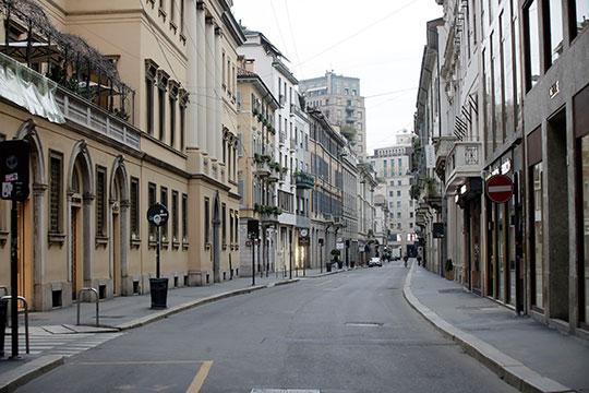 «Улицы опустели, закрыто все, кроме магазинов продуктов, банков ипочты»