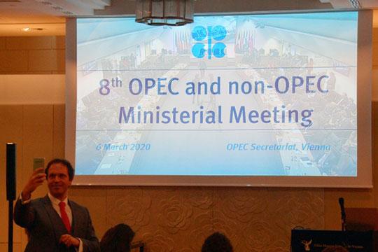 «Для нас формат ОПЕК+ был совсем нелеп: в результате нашего самоограничения предложение нефти в мире не сокращалось — мы просто отдавали рынок конкурентам»