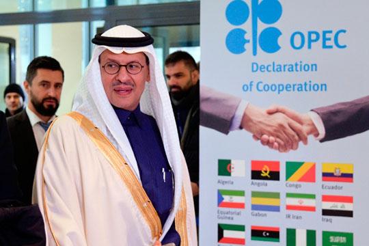 «Давление на цену нефти оказывают действия Саудовской Аравии, которая активно предлагает европейским нефтеперерабатывающим компаниям нефть сорта Arab Light по цене $25 за баррель»