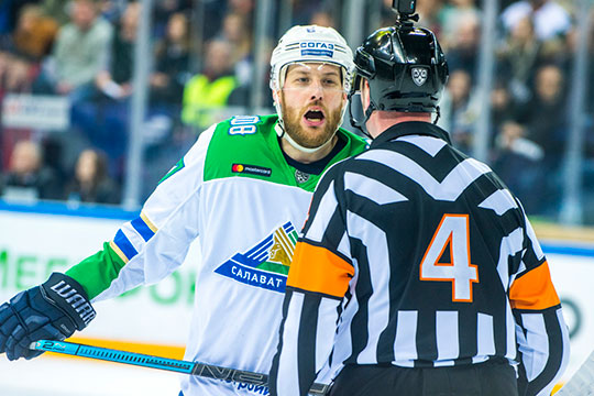 Вчера легионеры «Салавата Юлаева» — Линус Умарк, Юха Метсола и Теему Хартикайнен публично высказались против продолжения плей-офф и призвали других хоккеистов поддержать их