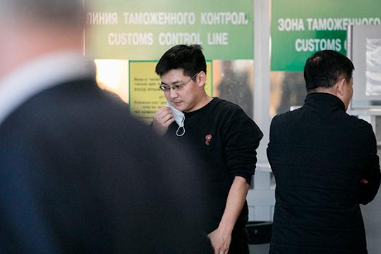 Сообщается, что сейчас министерством транспорта РТ с авиаперевозчиками прорабатывается вопрос временного ограничения рейсов из Татарстана за рубеж (включая страны СНГ) и обратно, в том числе и чартеры