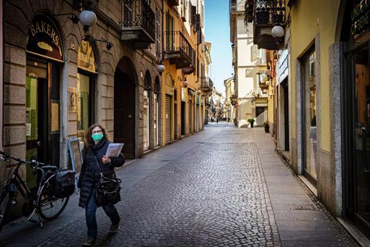 Дмитрий Неманов:«Останавливают авиасообщение, люди прячутся подомам, глобальный мир приказал долго жить— туризм мертв, спорт недля зрителей, водной Италии закрыто 350тыс. ресторанов»