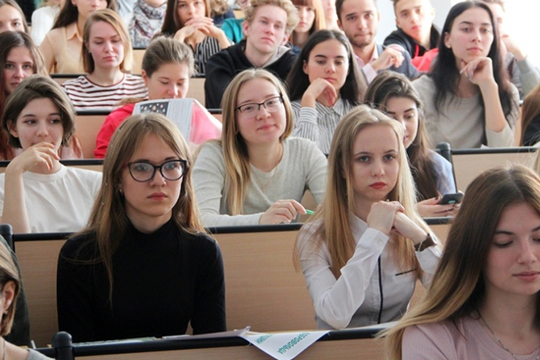 «Пока преподаватели будут проводить занятия дистанционно, находясь насвоих рабочих местах. Для них нагрузка останется равномерной»