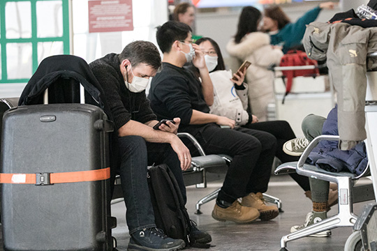 «Попали наденьги те, укого вообще небыло обратных билетов. Сейчас рейсы очень сильно разреженные, мест наних почти нет, иценник наних очень вырос»