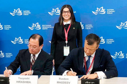 Соглашение подписали от «ФармМедПолис РТ» Рустэм Магдеев (справа) и Цуоши Хирашиба от K.K. Mirai Genomics.Морально скрепила татарстано-японский союз глава АИР РТТалия Минуллина