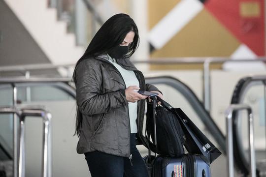 Среди наиболее частых заявок— жалобы отлюдей, которые находятся втранзитных зонах аэропортов или немогут вернуться вРоссию из-за закрытия границ
