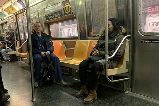 Кслову, насегодняшний день транспорт работает впрежнем режиме, нодаже вчас пик ввагонах метро иавтобусе достаточно много свободных посадочных мест