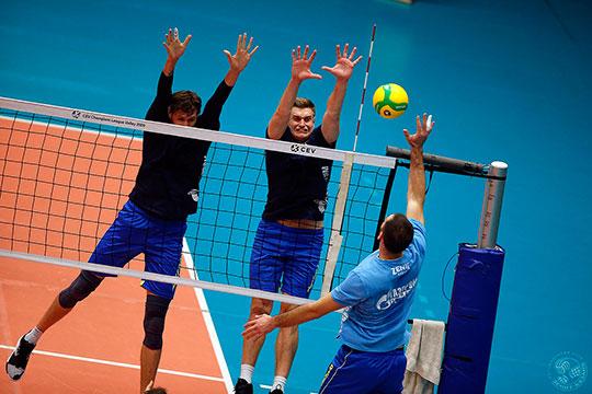 По информации «БИЗНЕС Online», остальные игроки «Зенита» живут и тренируются в обычном режиме — посещают тренажерный зал и работают с мячами