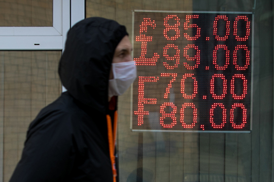 «В момент, когда притока нефтедолларов нет, авсе остальное более-менее вобычном состоянии, складывается именно устойчивое равновесное значение рубля кдоллару»