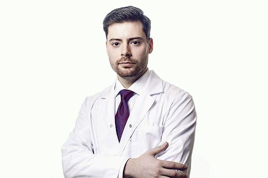 Иван Коновалов:«Коронавирус— это вирус. Это первое, что надо понимать. Ихсуществует очень много. Ряд изних поражает животных, какие-то поражают бактерии, какие-то— растения, аеще какие-то— человека»