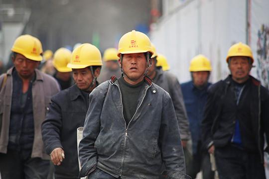 «Вот вКитае вфеврале спад промышленный минус 13,5%. Нотам ипромышленности много. Вразвитых странах промышленность, если исократится, тоненамного»