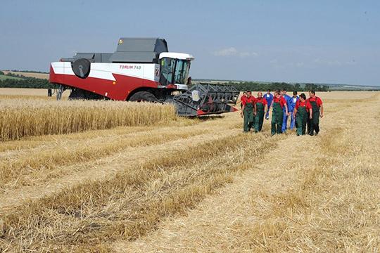 «НаЗападе уже опасаются, что раз упал рубль, тонаши экспортеры пшеницы получили дополнительное преимущество. Исмогут французов иамериканцев страдиционных рынков зерна вытеснить»