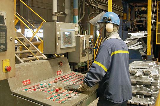 «Заянварь— февраль промышленное производство вКНР упало на13,5% г/г, причем наибольшие потери понесла обрабатывающая промышленность»