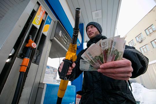 Механизм обратного демпфера не позволяет вертикально интегрированным нефтекомпаниям, имеющим собственные НПЗ, резко повышать цены на бензин и прочие нефтепродукты