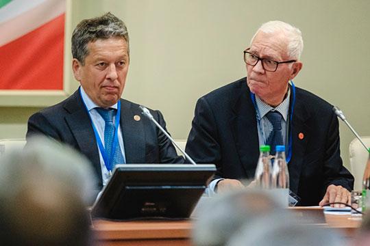 Ринат Муслимов (справа) предположил, что критический для «Татнефти» уровень — $25–30 за баррель (по нефти Brent)