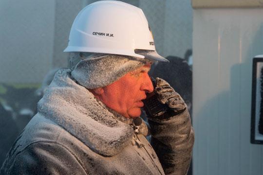 Игорь Сечин сохраняет оптимизм и рассчитывает на гибель сланцевых компаний в США, а также на то, что после ценовой войны стоимость «черного золота» опять вырастет до 60 долларов за «бочку»