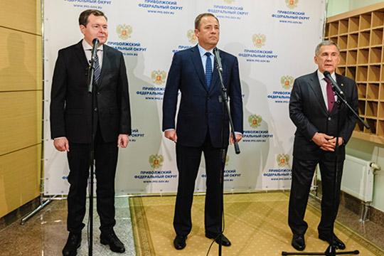 Президенту РТ Рустаму Минниханову полпред президента ПФО Игорь Комаров представил Виктора Демидова (слева) на должность главного федерального инспектора в республике