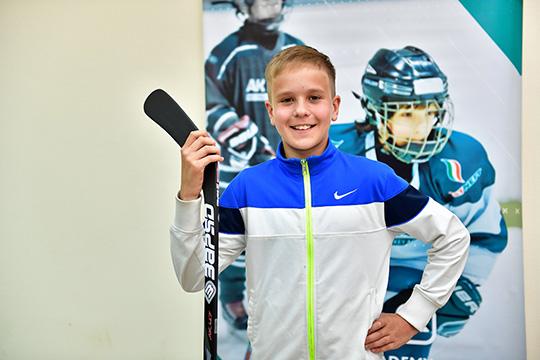 Подобная компенсация— хорошая мотивация для небольших школ России, которые всилу различных обстоятельств неспособны прорубить для талантливых мальчиков окно вбольшой хоккей