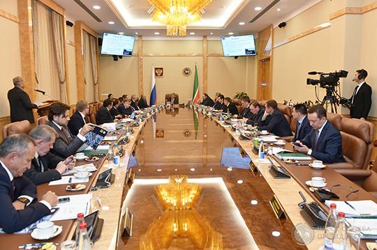 Сегодняшний совет директоров «Татнефтехиминвест-холдинга» впервые заобозримое время пройдет взакрытом для прессы режим