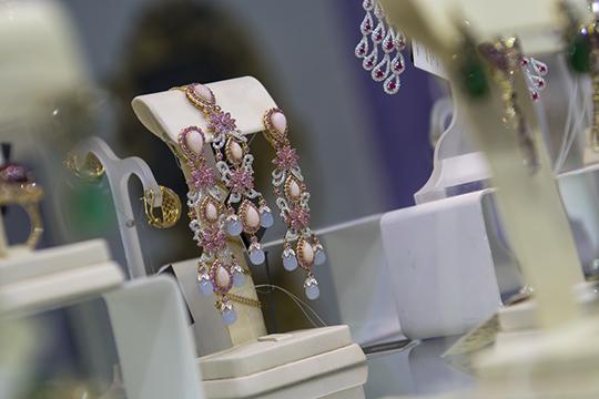 «Насамом деле индустрия ювелирных украшений находится впостоянном падении, раньше падение было замедленное, ноиз-за коронавируса оно опять войдет впике»