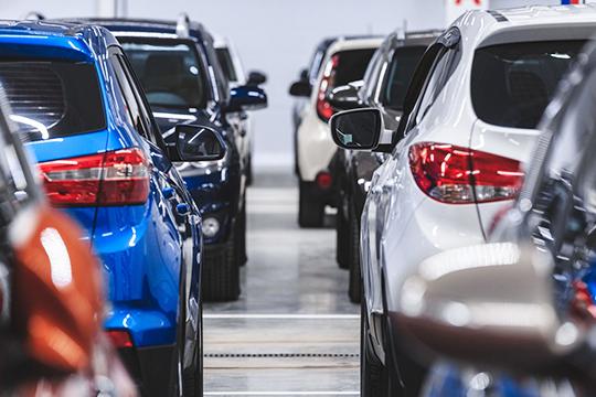 Можно предположить, что такие бренды, как LADA, Toyota, KIA, BMW, Mercedes, Lexus иMazda уже вближайшее время распродадут остатки иперепишут ценники