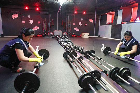 21 марта Роспотребнадзор ограничил доступ к фитнес-центрам, бассейнам, аквапаркам и другим объектам физической культуры в Москве до особого распоряжения