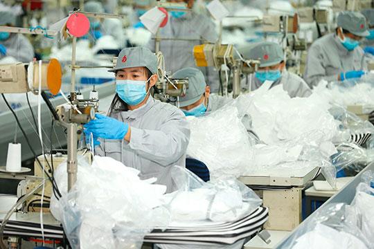 «Сегодня суточный объем производства масок вКитае достиг 116 миллионов штук! Некоторые предприятия быстро переориентировались напроизводство масок»