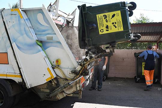 ПЭК занималась приемом вторичного сырья отнаселения. В2012 году закупила несколько новых мусоровозов снемецким оборудованием Zoller исопровождала строительство объектов XXVII Всемирной летней Универсиады