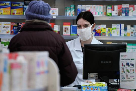 «Паника создает спрос, пусть и искусственный. И этим повышенным спросом люди как бы «заставляют» аптеки повышать цены. Так что, в перспективе, да, цены будут расти, но не думаю, что сумасшедшими темпами»