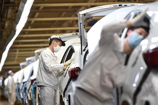 В китайской провинции Хубэй возобновляется промышленное производство из-за улучшения эпидемической ситуации в стране