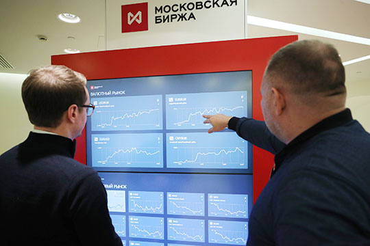 Рубль продолжил слабеть на открытии торгов Московской биржи. Фото: Михаил Терещенко/ТАСС