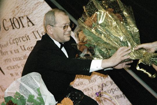 «Концерт Арканова совпал сДнем медицинского работника. Как известно, Аркадий Михайлович попервой профессии— врач»