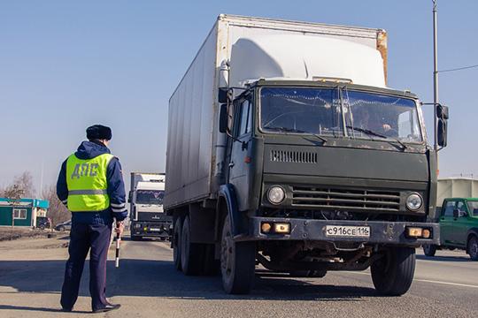Перевозка грузов будет допустима только при наличии уводителя специальной справки. «Навсех выездах изгорода будут выставлены круглосуточные посты ГИБДД для информирования автомобилистов»