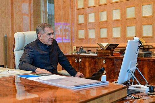 Первым прямым включением стала лаконичная приветственная речь Минниханова, который обещал внимание и реакцию властей на любые обращения бизнеса