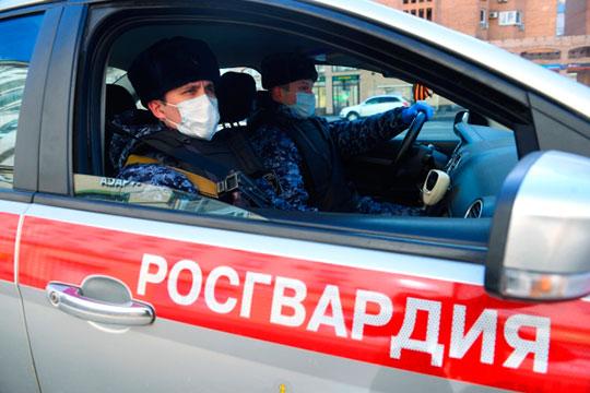 Для контроля над улицами Казани, по данным источников в полиции, вчера МВД запросило поддержку Росгвардии. Речь о 100-150 сотрудниках смежной силовой структуры