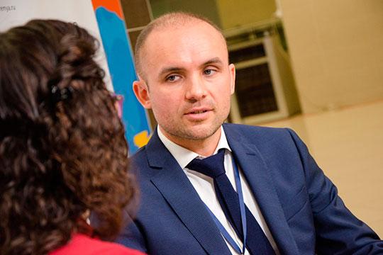 Основатель сетей «Мойдодыр» и «Пятое колесо» Айдар Исмагилов предложил скорой помощи, МЧС и Росгвардии бесплатно обслуживать служебные машины в его шиномонтажных мастерских, причем по всей России