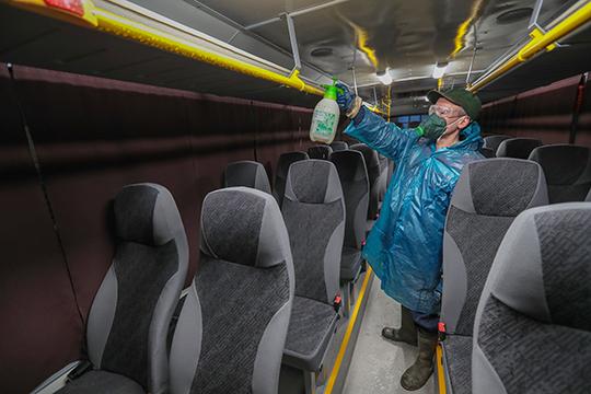 Ежедневно после влажной уборки салона автобусы полностью обрабатываются хлорсодержащими растворами, одобренными Роспотребнадзором»