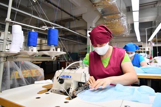 Пошив масок развёрнут вкороткие сроки повсему юго-востоку Татарстана. Выпушено около 200 тысяч единиц