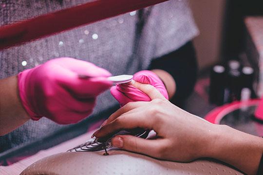 В один день, 28 марта в Татарстане и Москве из-за распространения коронавирусной инфекции закрылись все парикмахерские, СПА, маникюрные и косметологические салоны