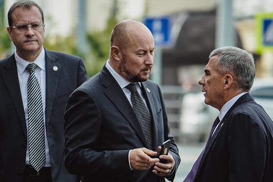Втройку лидеров вошел ипрезидент ТатарстанаРустам Минниханов, который также небыл представлен впредыдущем ТОП-10