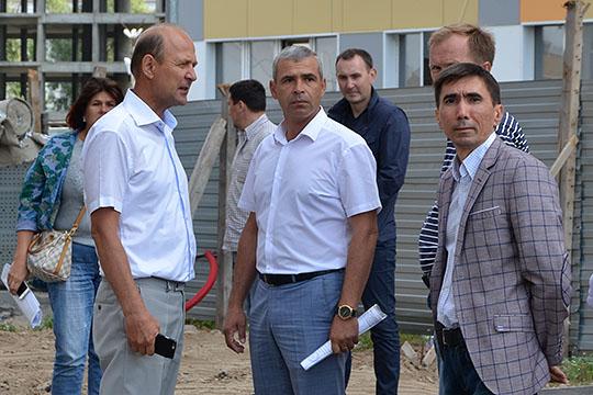 Гендиректор «Бриза»Андрей Беляковрассказал, что был вынужден заплатить зазаказанные лифты на30% больше. Илья Вольфсон добавил, что некоторые поставщики стройматериалов подняли цены всреднем на15%