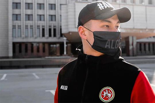 Масками занялась и казанская компания ALGA: «Можно сказать, это декоративный аксессуар, часть современного гардероба, который изначально начали делать крупные европейские бренды для привлечения внимания к борьбе с коронавирусом»