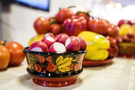 Минералы ивитамины мыберем изовощей, фруктов изасчет разнообразия продуктов