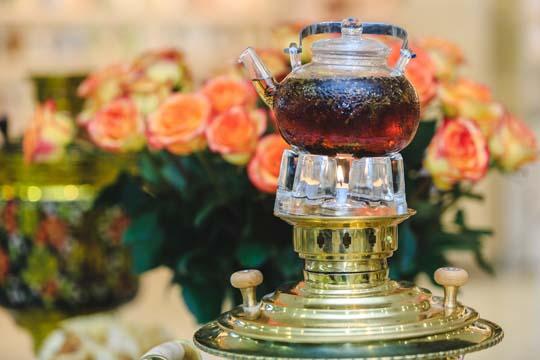Чай пить можно2–3 чашки вдень, лучше травяной. После ужина ничего непейте, почки должны отдыхать, инебудет отеков наутро