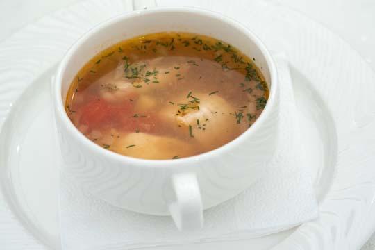 Супы должны быть без жирного бульона, лучше издомашней курицы